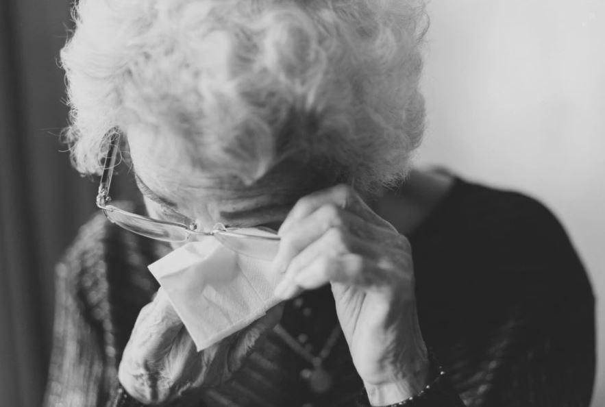 Qué pasa si una persona mayor tiene neumonía?